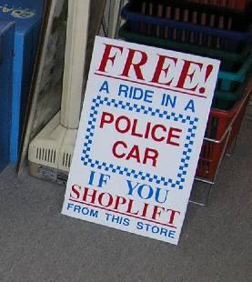 Vuelta gratis en coche de policía